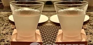【白酒热博体育官网厂家】带您了解异国白酒杯的喝法